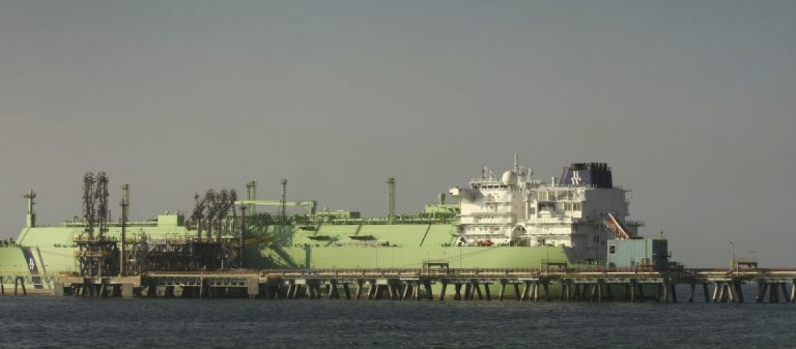 2.-Barco-de-GNL-en-terminal-de-Mejillones-768x512
