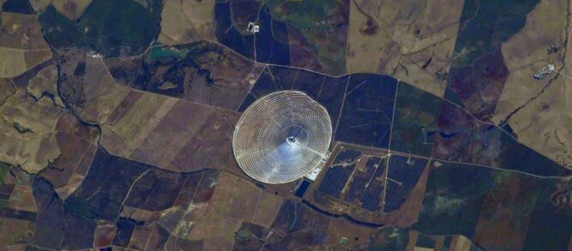 astronauta-fotografia-planta-solar-Andalucia_1584152013_140135987_667x375